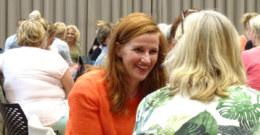 Interactie tussen bezoekers tijdens In de Leeuwenhoek on Tour in Utrecht. dag.