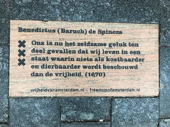 tegel Vrijheid van Amsterdam - Spinoza quote