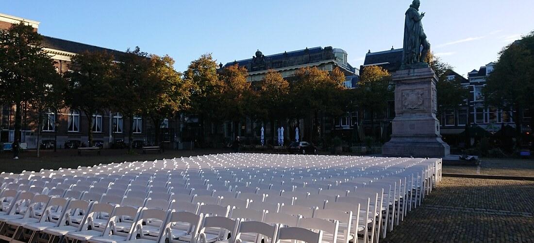 500 lege stoelen