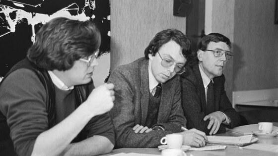 1981 v.l.n.r. Rutger Engelhardt, Rob Tielman en Ad van Oosten tijdens persconferentie campagne rokers – niet rokers (1)