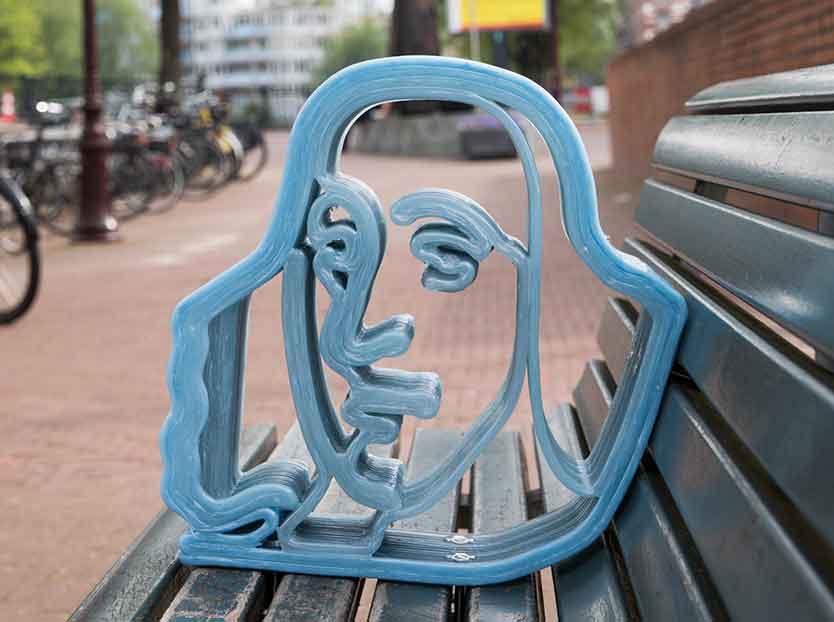 Spinozabank in Amsterdam met 3Dprint kunstwerk van Spinoza