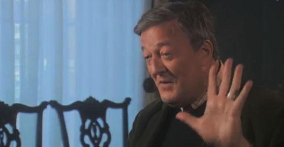 Stephen Fry: Als God bestaat is het een volslagen maniak